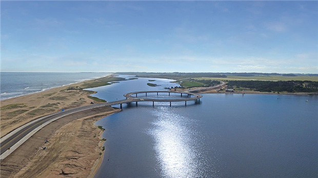 Kỳ lạ cây cầu hình tròn vừa đi vừa ngắm cảnh tại Uruguay - Ảnh 2.