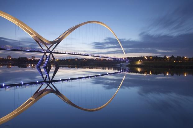 20 cây cầu có thiết kế ngoạn mục khiến bạn phải thốt lên: Kỳ quan đây rồi! - Ảnh 2.