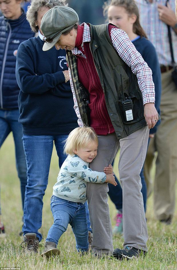 Mia Tindall - cô công chúa nhỏ đáng yêu của hoàng gia Anh - Ảnh 6.