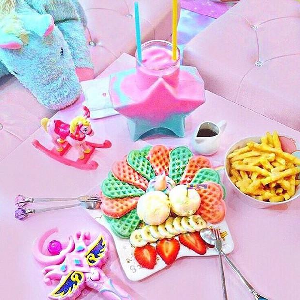 Quán cafe kỳ lân tông hường mộng mơ dành cho fan của My Little Pony - Ảnh 7.