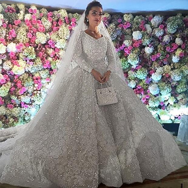 Nghẹt thở trước độ xa hoa trong đám cưới hơn 22.000 tỷ của Lọ Lem phiên bản đời thực - Ảnh 2.