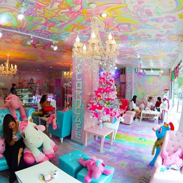 Quán cafe kỳ lân tông hường mộng mơ dành cho fan của My Little Pony - Ảnh 5.