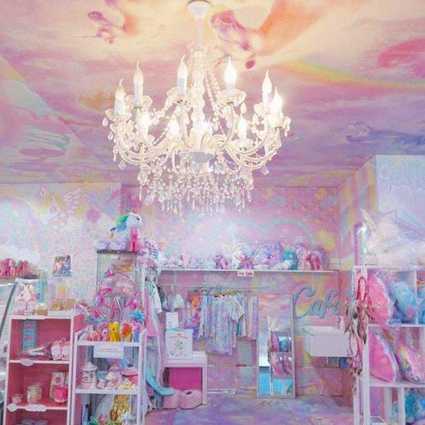 Quán cafe kỳ lân tông hường mộng mơ dành cho fan của My Little Pony - Ảnh 2.