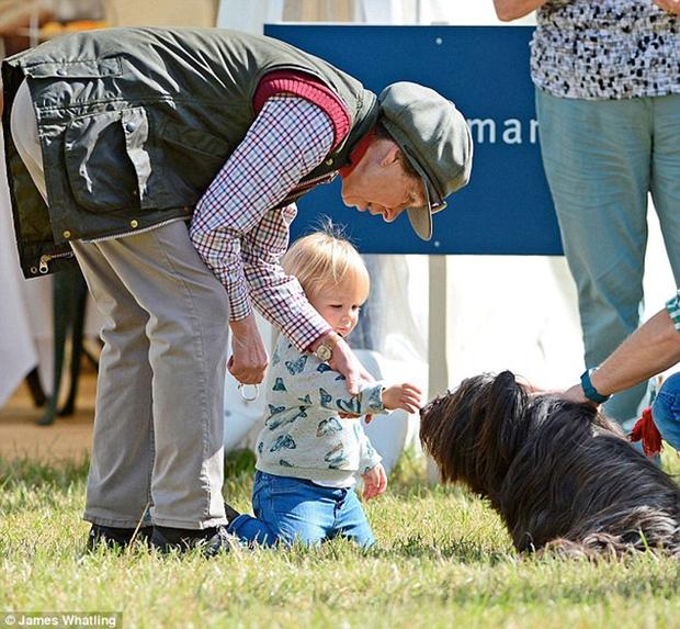 Mia Tindall - cô công chúa nhỏ đáng yêu của hoàng gia Anh - Ảnh 5.