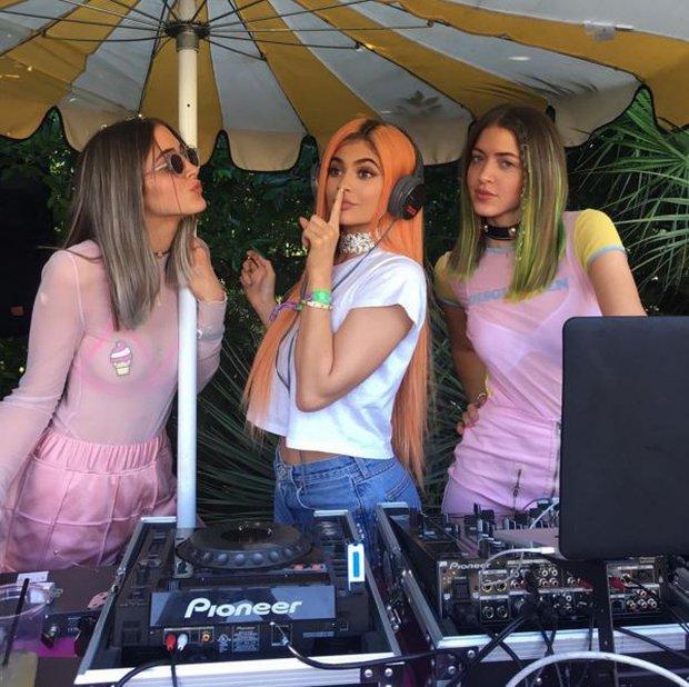 Taylor Swift, Kendall - Kylie Jenner cùng loạt sao trẻ đọ độ chất ở Coachella 2016 - Ảnh 9.