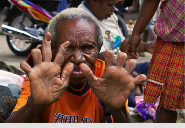 Hủ tục rùng rợn để tưởng nhớ người đã khuất của 1 bộ tộc ở Indonesia - Ảnh 2.