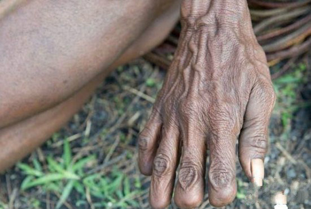 Hủ tục rùng rợn để tưởng nhớ người đã khuất của 1 bộ tộc ở Indonesia - Ảnh 3.