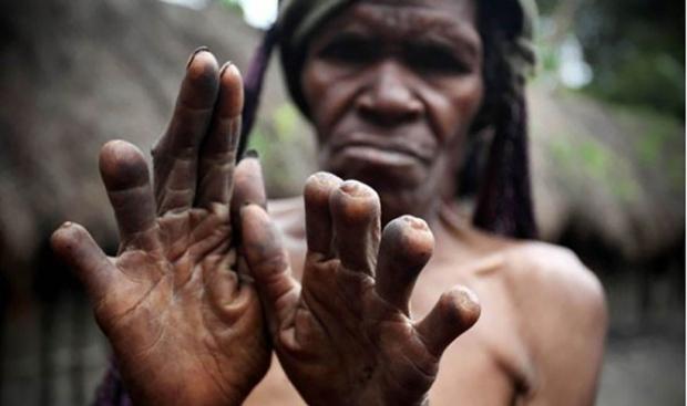 Hủ tục rùng rợn để tưởng nhớ người đã khuất của 1 bộ tộc ở Indonesia - Ảnh 1.
