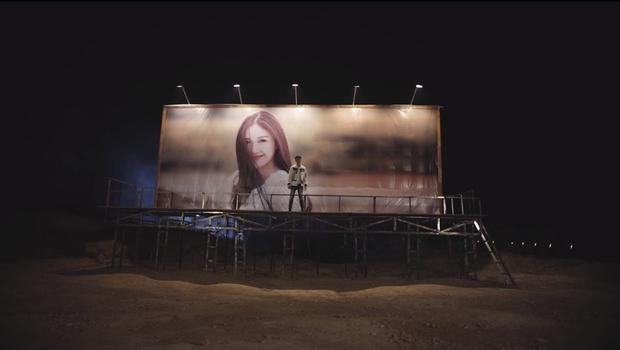 Noo Phước Thịnh dựng banner khổng lồ hình ảnh bạn gái trong MV mới - Ảnh 3.