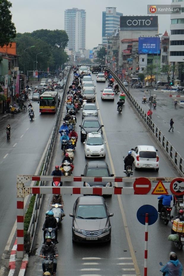Ám ảnh tắc đường ở thủ đô những ngày giáp tết - Ảnh 1.