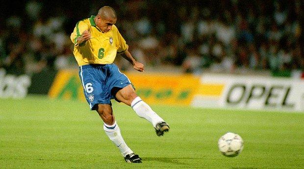 Ronaldo, Beckham và những ngôi sao sút phạt xuất sắc nhất lịch sử - Ảnh 1.