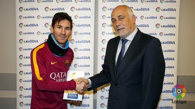 Tin... khó tin: Messi lần đầu nhận giải cầu thủ hay nhất tháng của La Liga - Ảnh 1.