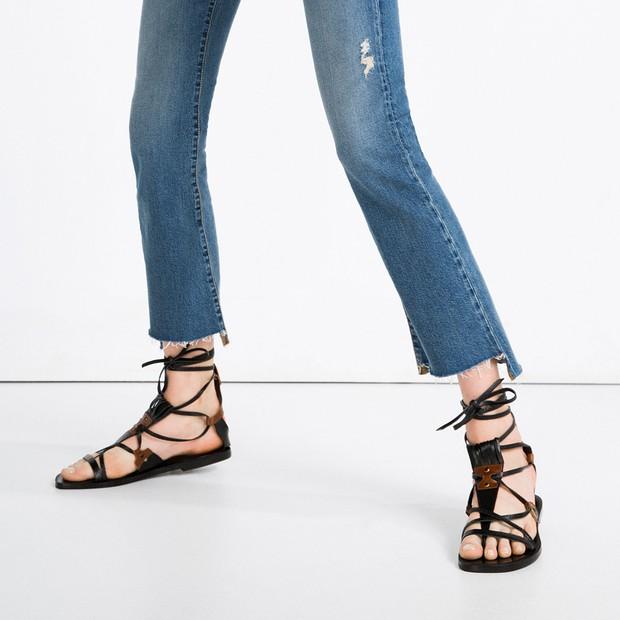 8 kiểu sandal đế bệt trendy nhất mùa hè này - Ảnh 14.