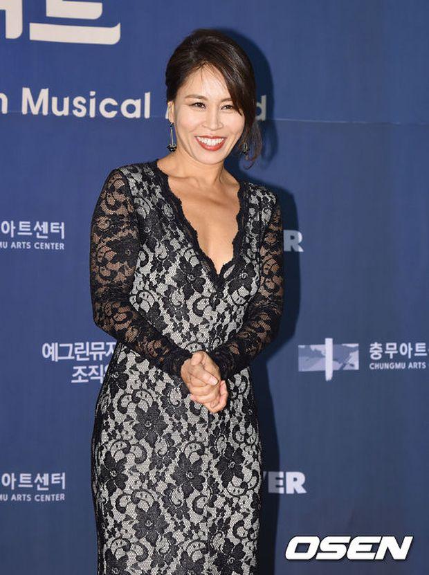 Seohyun (SNSD) đọ sắc nóng bỏng cùng đàn chị, Junsu bị chê vì tóc xù mì trên thảm đỏ nhạc kịch - Ảnh 16.