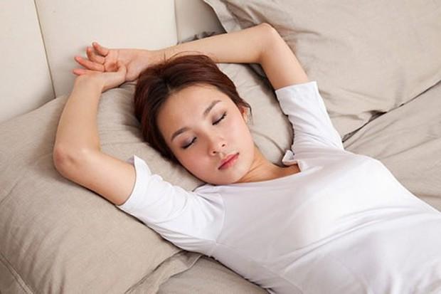 Bạn có đang ngủ sai tư thế và làm thế nào để khắc phục? - Ảnh 2.