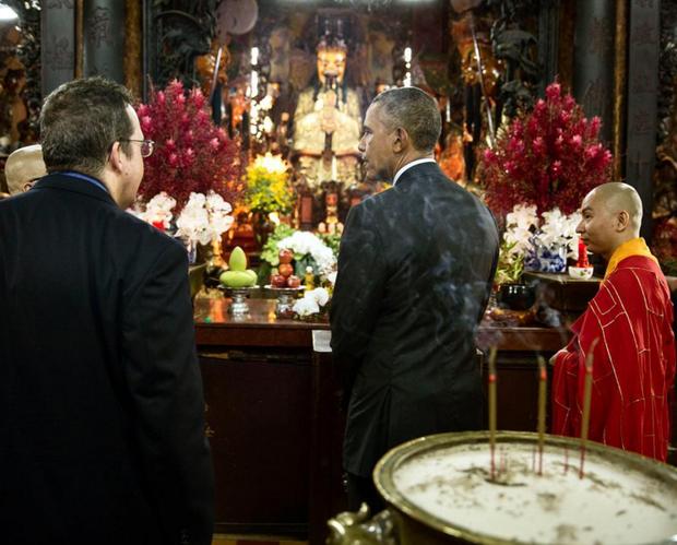 Những hình ảnh ấn tượng nhất của Tổng thống Obama trong 3 ngày ở Việt Nam - Ảnh 12.
