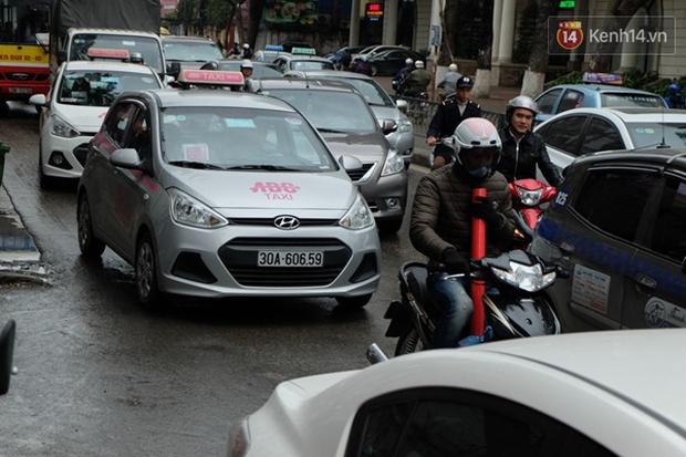 Ám ảnh tắc đường ở thủ đô những ngày giáp tết - Ảnh 3.