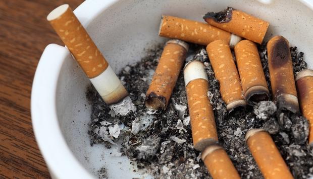 Không hút thuốc lá vẫn có thể mắc ung thư phổi vì các nguyên nhân sau - Ảnh 1.