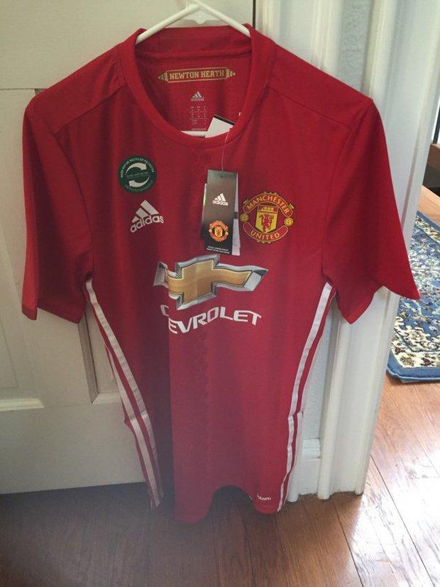 Mẫu áo đấu sân nhà mùa 2016/17 của Man Utd bị lộ trước ngày ra mắt - Ảnh 1.