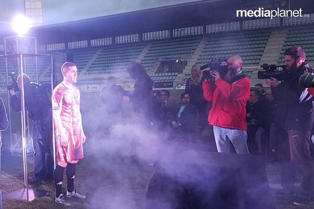 Choáng với bộ áo đấu theo phong cách lột da đúng nghĩa của CLB C.D. Palencia - Ảnh 2.