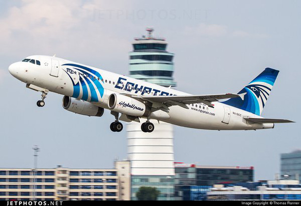 Máy bay chở khách Ai Cập có thể đã đâm xuống biển - Ảnh 1.