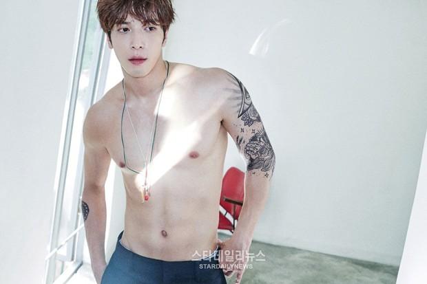 Những nghệ sĩ nam Hàn không thể ngừng phanh áo, khoe múi bụng săn chắc - Ảnh 22.
