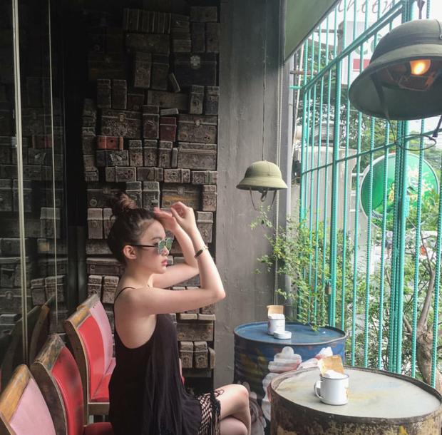Hot girl Lào gốc Việt Chi Chi và chị em gái khoe ảnh tung tăng ở Hà Nội - Ảnh 2.