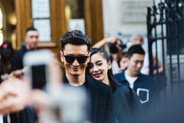 Huỳnh Hiểu Minh che chở cho Angela Baby giữa đám đông tại show Givenchy - Ảnh 8.