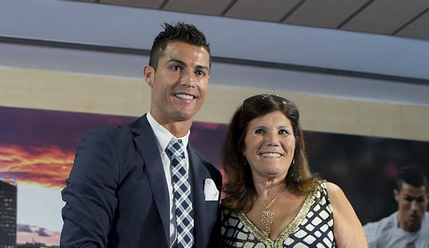 Mẹ con Ronaldo đồng loạt rao bán biệt thự triệu đô - Ảnh 1.