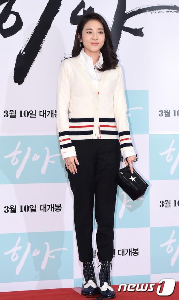 Dara (2NE1) tươi trẻ không kém cạnh đàn em A Pink kém 11 tuổi tại sự kiện - Ảnh 1.