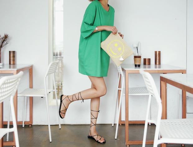 8 kiểu sandal đế bệt trendy nhất mùa hè này - Ảnh 11.