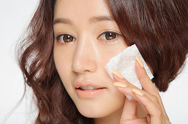 12 bí quyết giúp con gái Hàn Quốc có làn da đẹp hút mắt - Ảnh 3.  Rửa mặt 2 lần