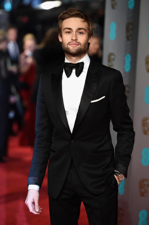 Loạt mỹ nhân Hollywood diện váy trễ nải khoe vòng 1 trên thảm đỏ Oscar Anh Quốc - Ảnh 18.