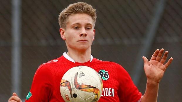 Cầu thủ trẻ người Đức qua đời vì tai nạn giao thông - Ảnh 2.
