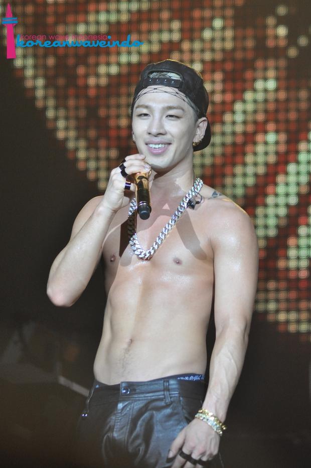 Những nghệ sĩ nam Hàn không thể ngừng phanh áo, khoe múi bụng săn chắc - Ảnh 18.