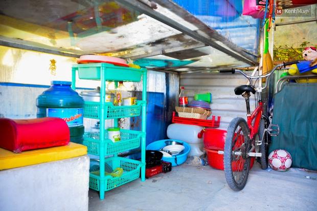 Mẹ bỏ đi, người cha đơn thân nuôi 3 con nhỏ sống lay lắt ở vỉa hè Sài Gòn - Ảnh 4.
