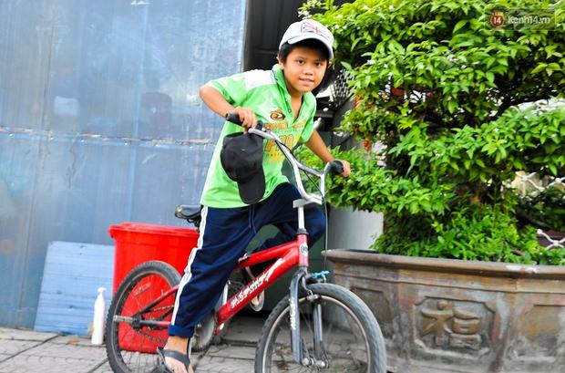 Mẹ bỏ đi, người cha đơn thân nuôi 3 con nhỏ sống lay lắt ở vỉa hè Sài Gòn - Ảnh 13.