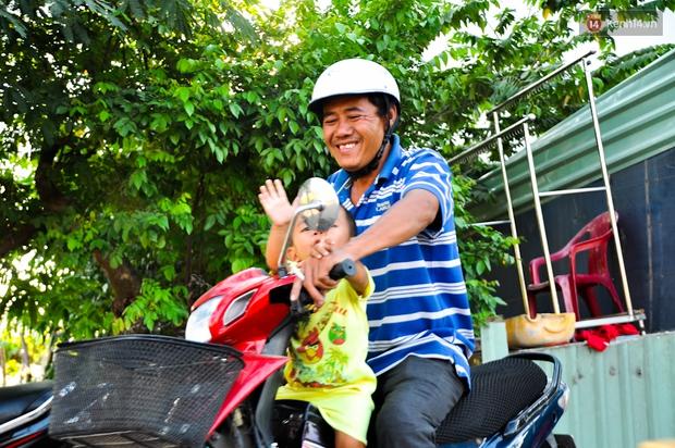 Mẹ bỏ đi, người cha đơn thân nuôi 3 con nhỏ sống lay lắt ở vỉa hè Sài Gòn - Ảnh 14.
