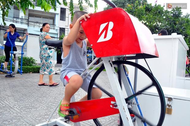 Người Sài Gòn hào hứng với máy tập thể dục kiêm lọc nước làm sạch kênh Nhiêu Lộc - Thị Nghè - Ảnh 10.