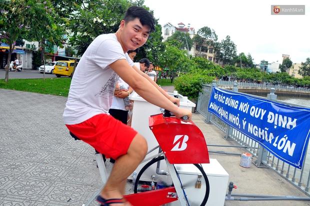 Người Sài Gòn hào hứng với máy tập thể dục kiêm lọc nước làm sạch kênh Nhiêu Lộc - Thị Nghè - Ảnh 4.