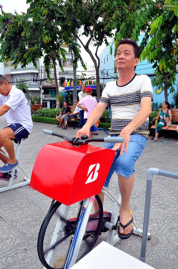 Người Sài Gòn hào hứng với máy tập thể dục kiêm lọc nước làm sạch kênh Nhiêu Lộc - Thị Nghè - Ảnh 5.