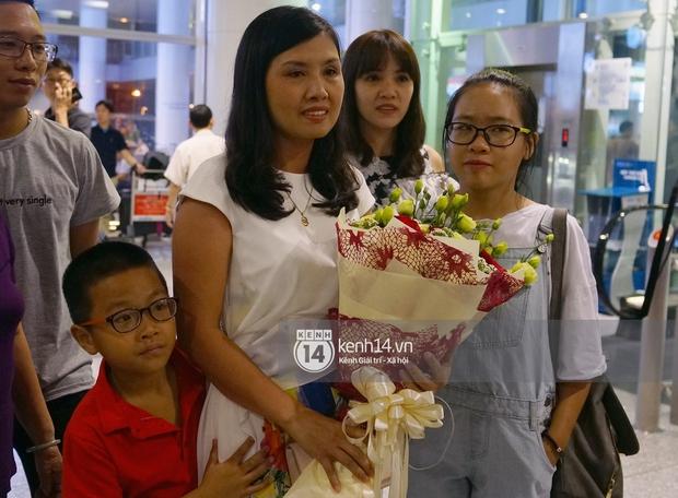 Sau những kỳ tích tại Olympic 2016, người hùng Hoàng Xuân Vinh đã trở về bên gia đình, bên người vợ thân yêu - Ảnh 4.