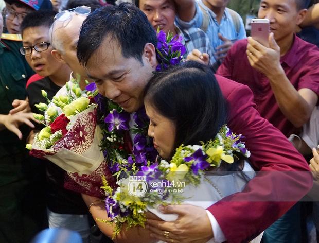 Sau những kỳ tích tại Olympic 2016, người hùng Hoàng Xuân Vinh đã trở về bên gia đình, bên người vợ thân yêu - Ảnh 6.