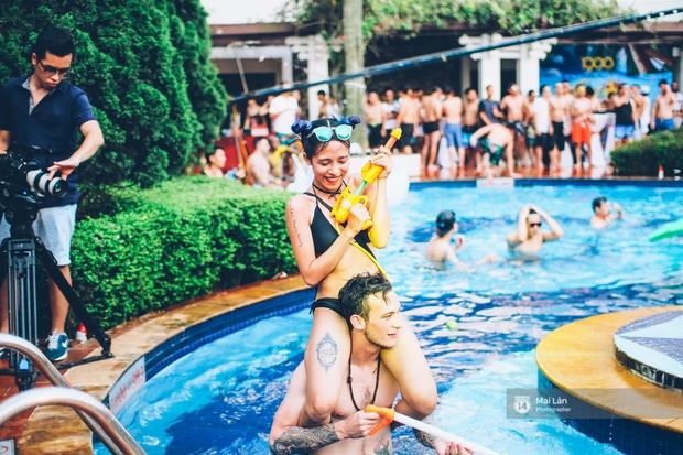 Pool party cuối tuần - Con gái Hà Nội, khi muốn sexy thì cũng sexy hết cỡ! - Ảnh 2.