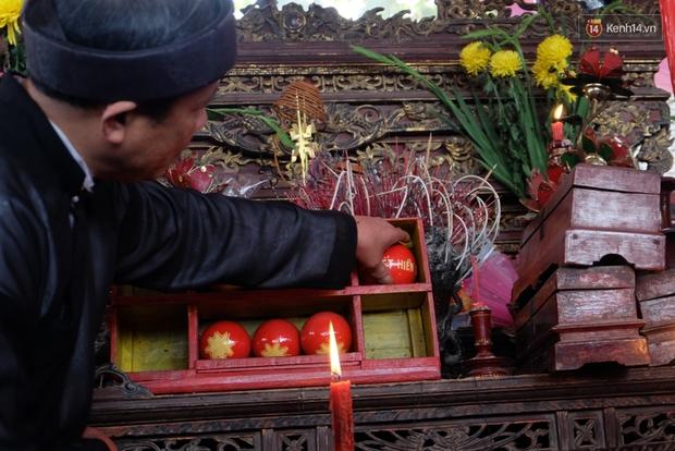 Hình ảnh hỗn chiến kinh hoàng trong lễ hội cướp phết ở Phú Thọ - Ảnh 2.