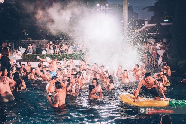 Pool party cuối tuần - Con gái Hà Nội, khi muốn sexy thì cũng sexy hết cỡ! - Ảnh 29.
