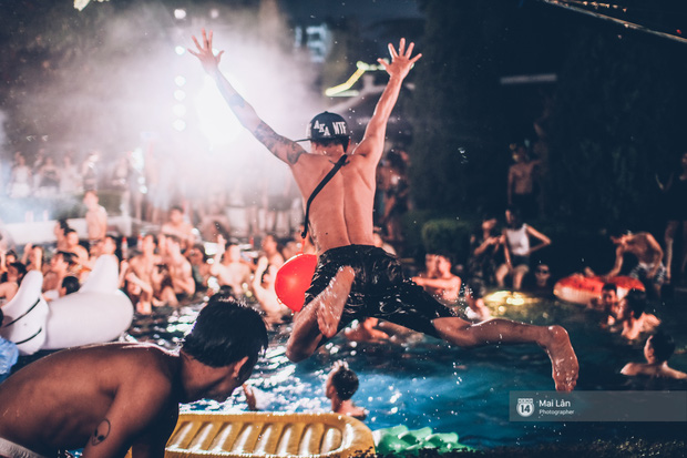 Pool party cuối tuần - Con gái Hà Nội, khi muốn sexy thì cũng sexy hết cỡ! - Ảnh 36.