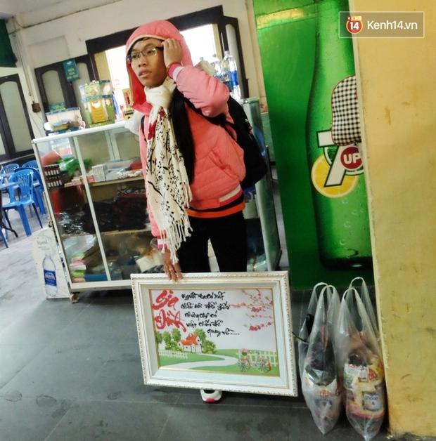 Sinh viên ở Hà Nội vật vã tìm xe về quê ăn Tết - Ảnh 7.