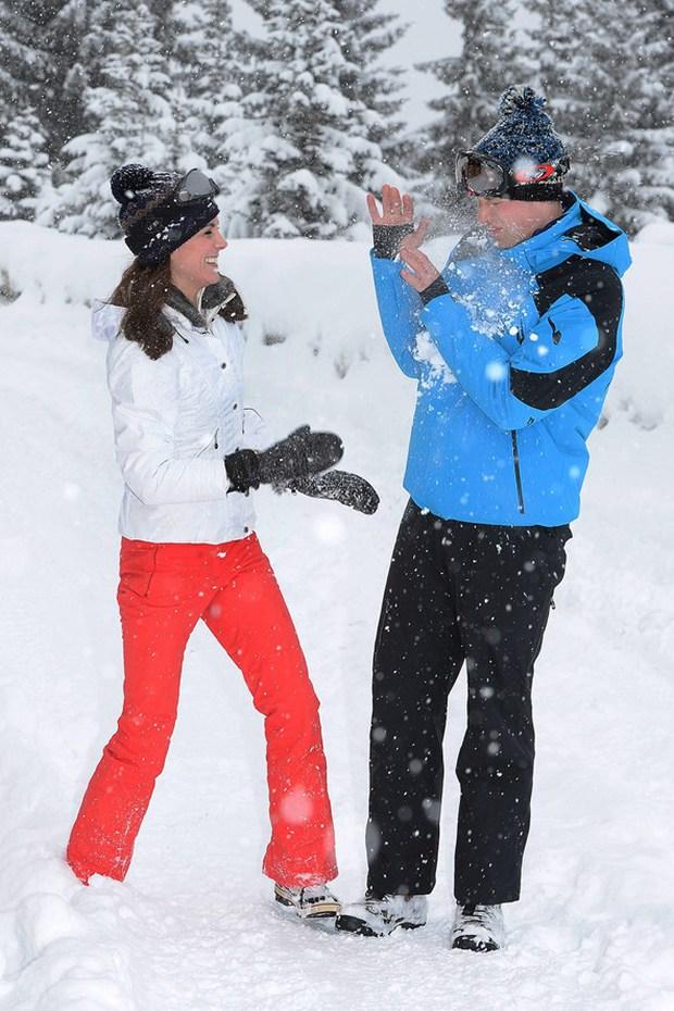 Hoàng tử nhí và em gái hạnh phúc bên cha mẹ trong chuyến du lịch thăm dãy Alps - Ảnh 4.