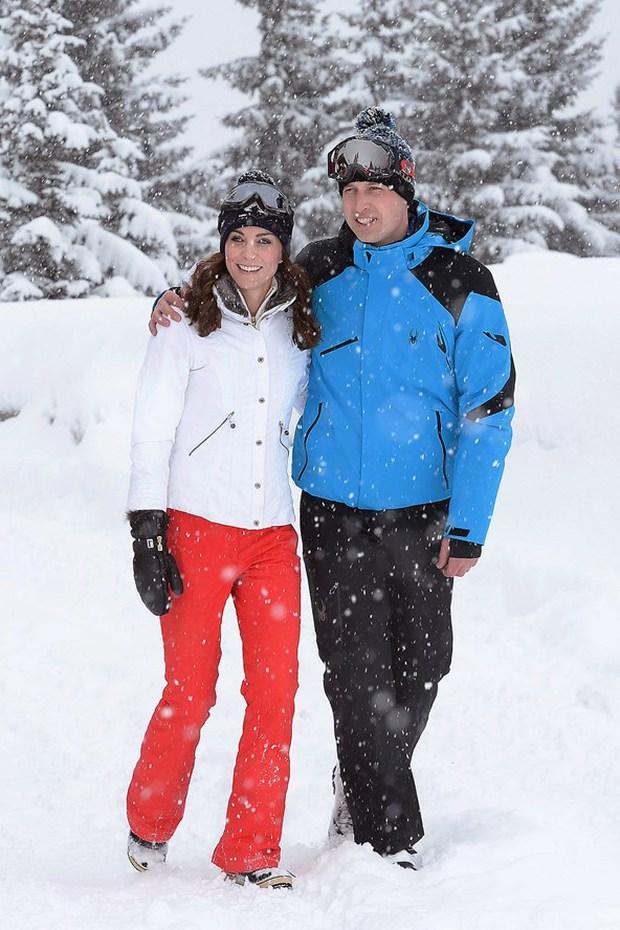 Hoàng tử nhí và em gái hạnh phúc bên cha mẹ trong chuyến du lịch thăm dãy Alps - Ảnh 5.
